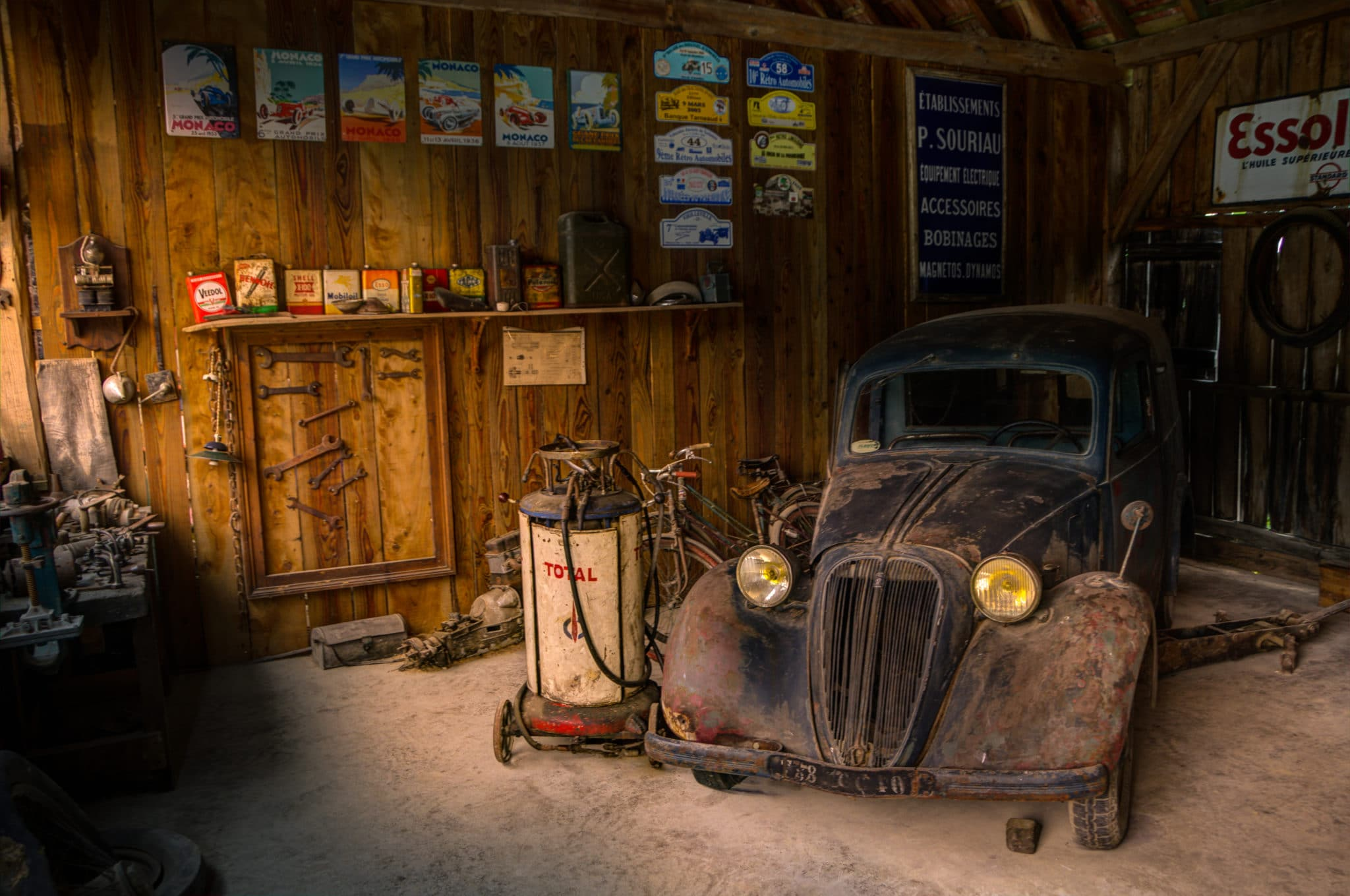 Light car display shop