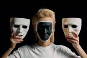 Skift identitet - photo by cottonbro